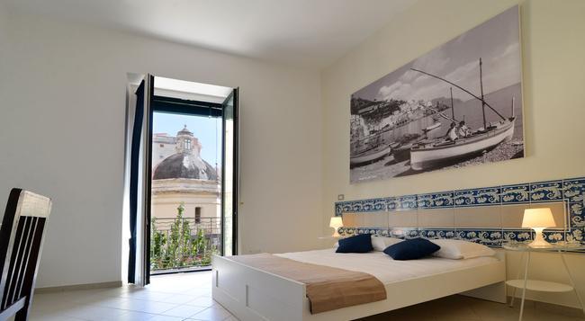 B&B Santi e Saraceni - Salerno - Bedroom