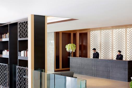 Island Pacific Hotel - Hong Kong - Front desk