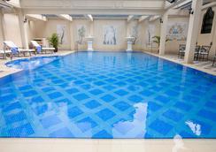 Island Pacific Hotel - Hong Kong - Pool
