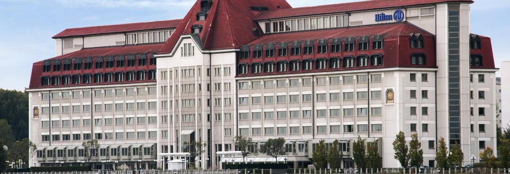 Hilton Vienna Danube Waterfront - Vienna - Building