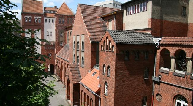 Three Little Pigs Hostel Berlin - Berlin - Building