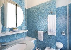 Hôtel De Suez - Paris - Bathroom