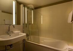 Hotel Royal Madeleine - Paris - Bathroom