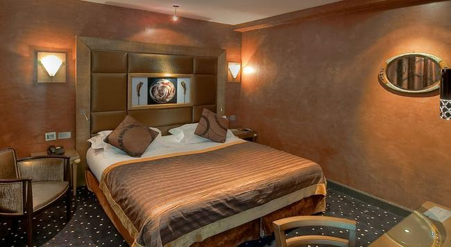 Hotel Des Champs Elysees - Paris - Bedroom