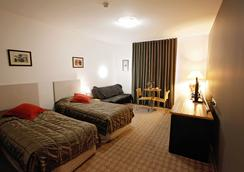 Golden Pebble Hotel - Melbourne - Bedroom