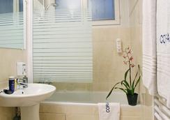 Hotel Corail - Paris - Bathroom