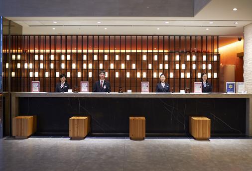 Hotel Sunroute Plaza Shinjuku - Tokyo - Front desk