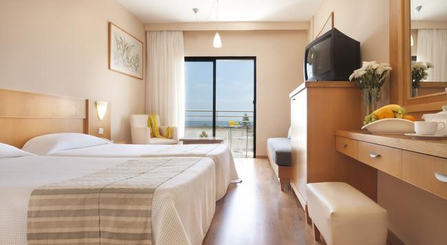 Louis Phaethon Beach - Paphos - Bedroom