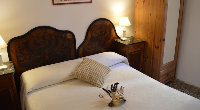 Hotel San Samuele - Venice - Bedroom