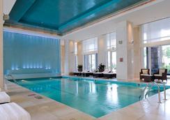 The Ritz-Carlton Dubai International Financial Centre - Dubai - Pool