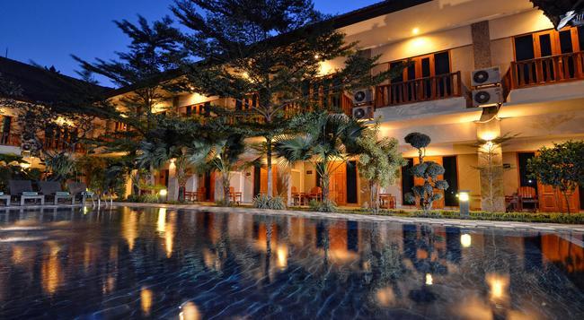 Taman Rosani Hotel & Villa - Kuta (Bali) - Building