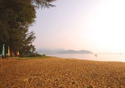 The Qamar Paka - Paka - Beach