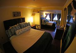 Pegasus International Hotel - Key West - Bedroom