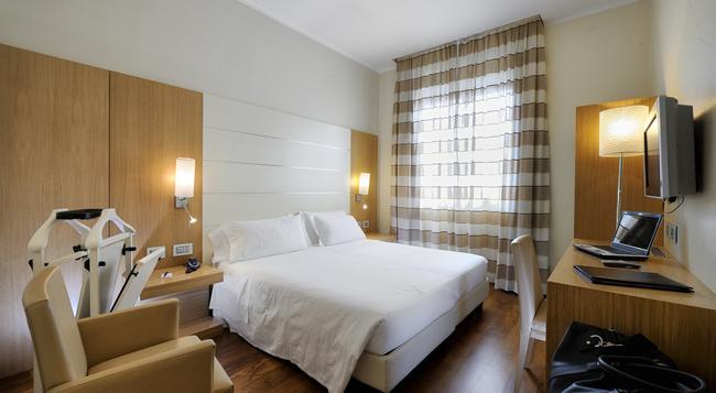 Hotel Canada - Milan - Bedroom