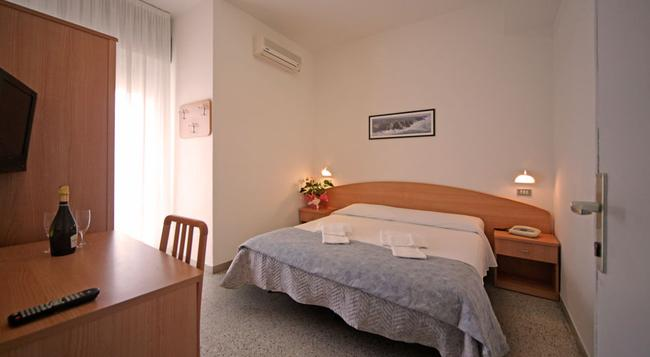 Oxford Hotel - Rimini - Bedroom