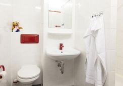 A&O Berlin Kolumbus - Berlin - Bathroom