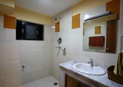 Royal Astoria Hotel - Kathmandu - Bathroom