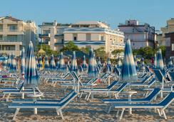 Hotel Corinna - Rimini - Beach