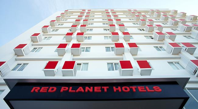 Red Planet Solo - Surakarta City - Building