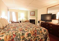 Fireside Inn & Suites - Bangor - Bedroom