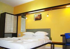 Hotel Grand Bee - Bangalore - Bedroom