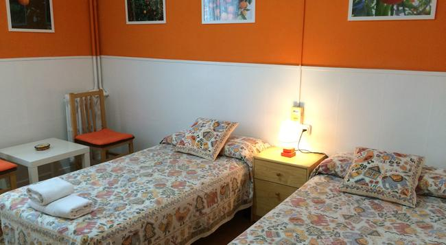 Hostal Valls - Barcelona - Bedroom