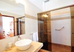 Posada Del Virrey - Colonia - Bathroom