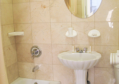 Hotel St. James - New York - Bathroom