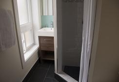Royal Oak Inn - Toronto - Bathroom