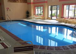Travelodge Grand Rapids - Grand Rapids - Pool