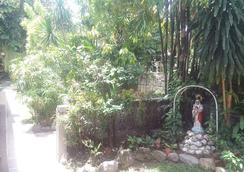 Casa Munda Bed & Breakfast - Davao City - Attractions