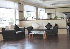 Vera Hotel - Angeles City - Lobby