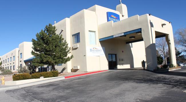 Baymont Inn & Suites Santa Fe - Santa Fe - Building