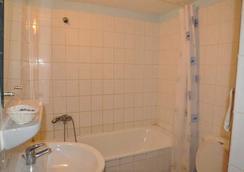 Hôtel Saint Jacques - Centre Ville - Pointe Noire - Bathroom