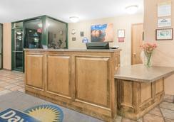 Days Inn West Rapid City - Rapid City - Lobby