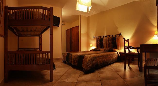 Hôtel Restaurant Coco Lodge Majunga - Majunga - Bedroom