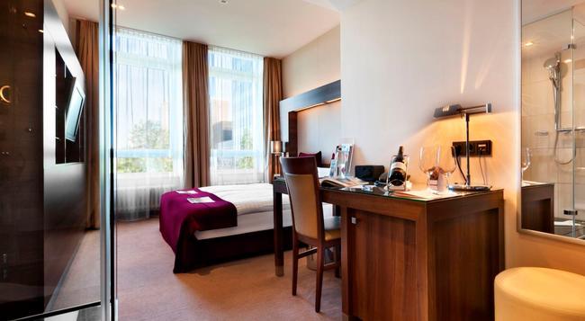 Fleming's Deluxe Hotel Frankfurt City - Frankfurt am Main - Bedroom