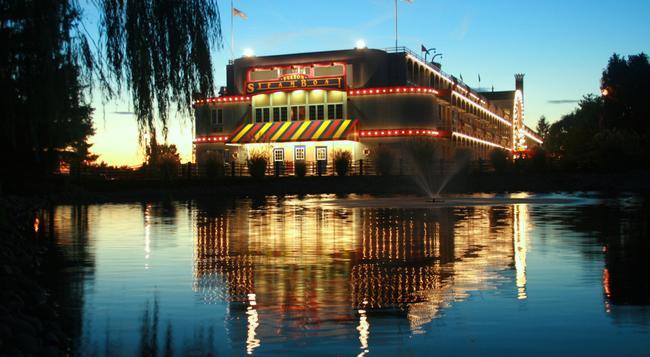 Fulton Steamboat Inn - Lancaster - Building