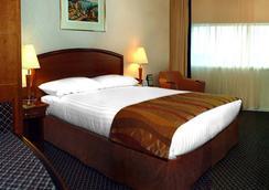 Adhari Hotel - Manama - Bedroom