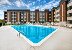 Holiday Inn Express Louisville Airport Expo Center - Louisville - Pool