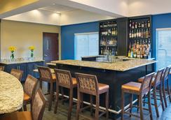 Four Points by Sheraton Williston - Williston - Bar