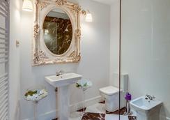 Purple Dog Suites - León - Bathroom