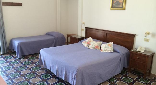 Pensione Di Lustro - Forio - Bedroom