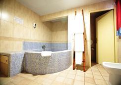 Casual Valencia de las Civilizaciones - Valencia - Bathroom