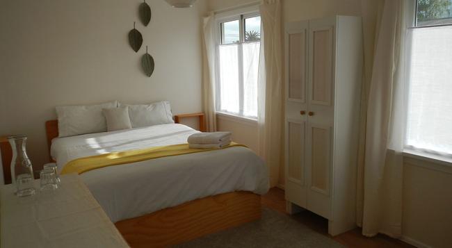 The Beach House - Nelson - Nelson - Bedroom