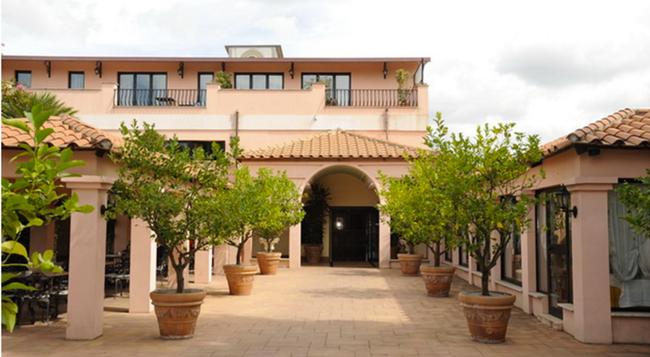 Mancini Park Hotel - Rome - Building