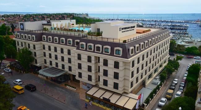 Wyndham Grand Istanbul Kalamis Marina - Istanbul - Building