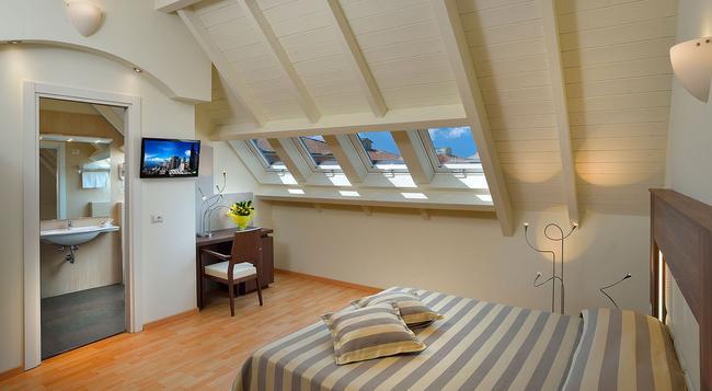 Hotel Astor - Bologna - Bedroom