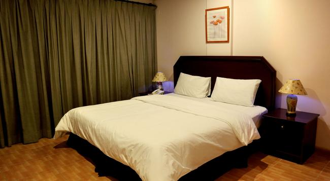 Falcon Hotel Apartments - Fujairah - Bedroom