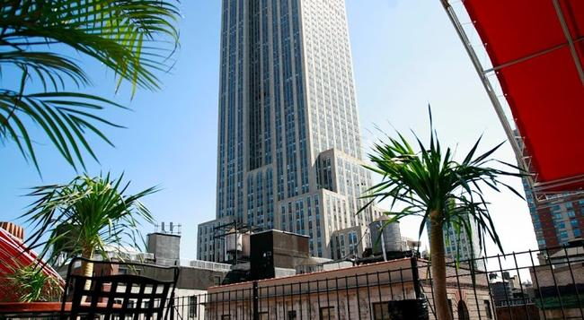 Hotel Metro - New York - Building